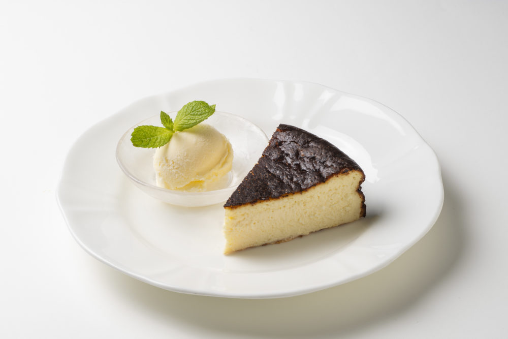 さっく、とろ~り食感バスクチーズケーキ販売開始!!